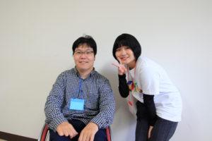 写真:曽川稔さん(左)とスタッフの村中さん(右)