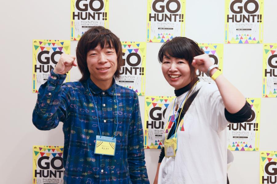 写真:笑顔がステキな坂上さんとレポータースギイさんのツーショット